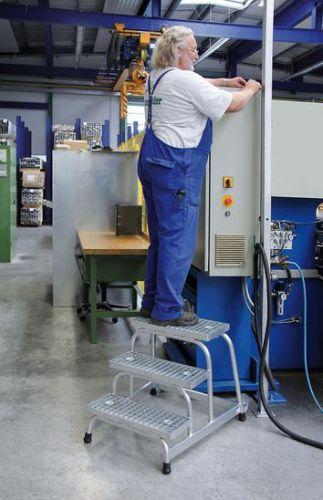 Günzburger Arbeitspodest fahrbar mit Stahl-Gitterrost